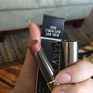 Natural Beauté true dimensions lipstick